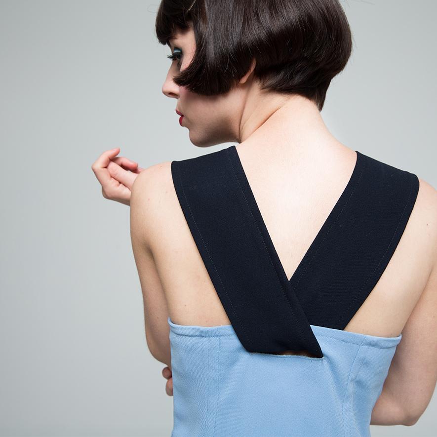 azul claro espalda